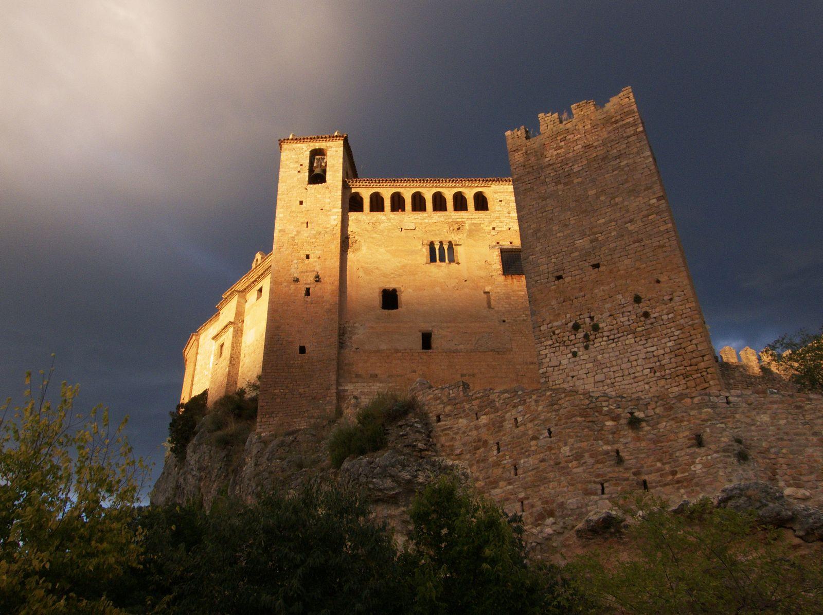 Castillo y colegiata de la villa de Alquézar. Castillos en Aragón. Castillos medievales en Aragón. Conoce Aragón GoAragon