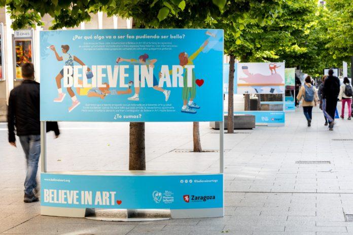 Exposición en la Avenida de la Independencia de la ONG Believe In Art. Fotografia Miguel G. García
