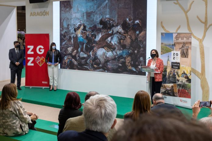 Sra fernández presenta el stand zaragoza Goya en Fitur